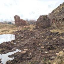 Крэўскі замак пачалі разбіраць бульдозерам?