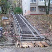 Активисты «Альтернативы» помогли жителям Харьковской с ремонтом опасной лестницы