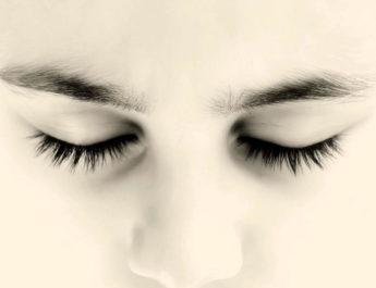 С широко закрытыми глазами