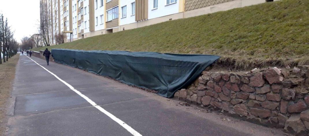 Подпорные стены по улице Матусевича лишают камней