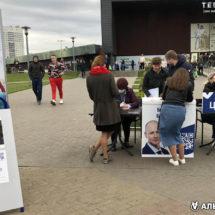 Как собирают подписи на уличных пикетах за кандидатов в президенты