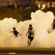 Видеофакт. Как силовики разгоняют мирную акцию протеста