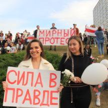 З якімі плакатамі выходзяць людзі на вуліцы беларускай сталіцы