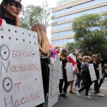 Креативные и смелые плакаты на Марше Единства