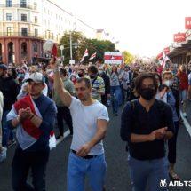 Очередной воскресный марш, и снова на улицах Минска огромное число протестующих
